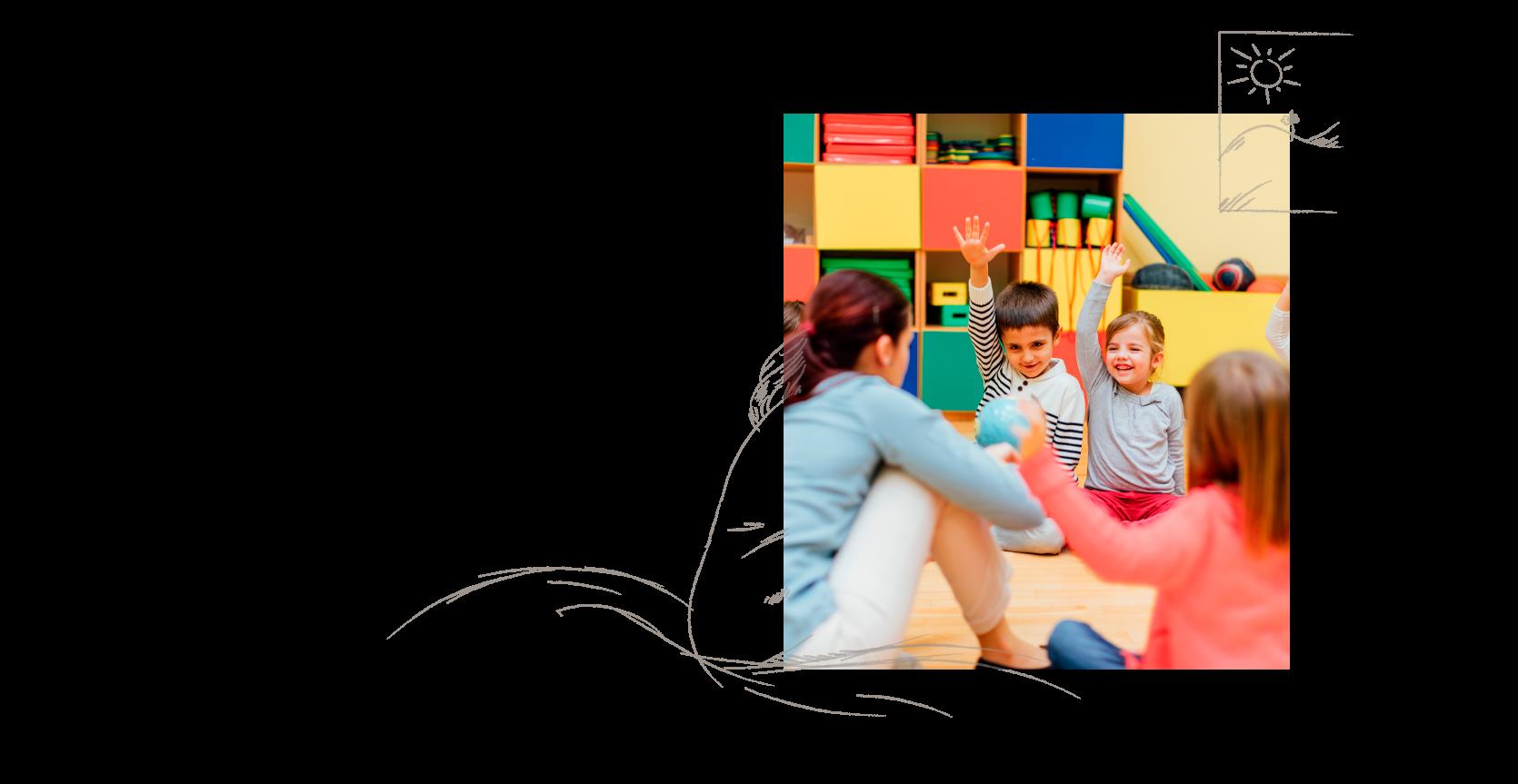 Eine Erzieherin & Pädagogin in einer Fragerunde mit den Kindern in einer Kita