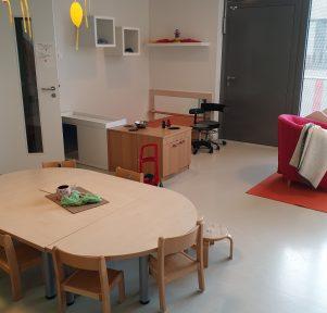 Sitzecke und Spielküche Lukids, der Betriebskrippe der BASF in Ludwigshafen