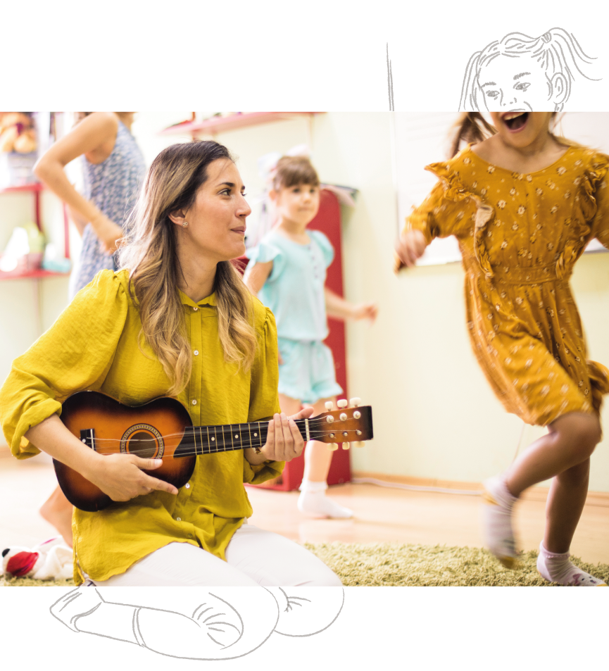 Eine Erzieherin & Pädagogin arbeitet in der educcare Kindertagesstätte mit Musik
