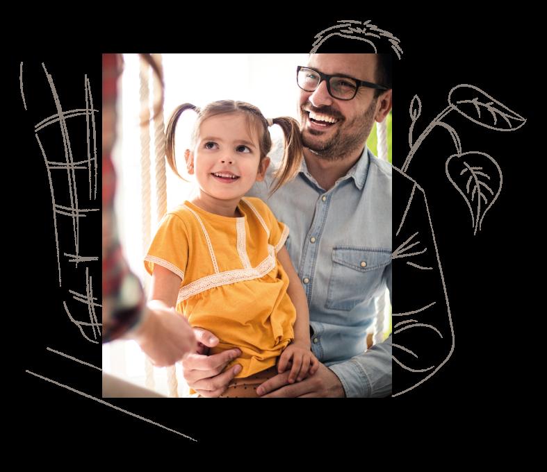 Einer Vater mit seinem Kind wird von einem educcare mitarbeiter beraten